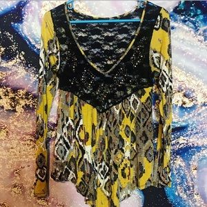 Daytrip yellow & black lace southwestern top -S/M